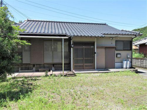 鹿児島市喜入町【売家】木造2階建6DK別棟倉庫付390万円