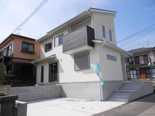 鹿児島市吉野町【新築売家】木造2階建5SLDK駐車場3台・太陽光発電付2,450万円