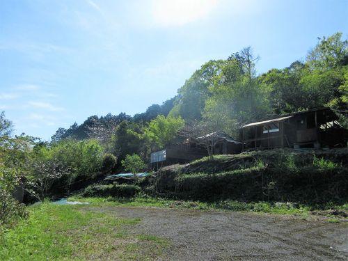 鹿児島市喜入一倉町【小屋付売地】キャンプ向木造小屋付備品込350万円