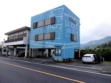 鹿児島市喜入中名町【売事務所付住宅】鉄骨3階建700万円
